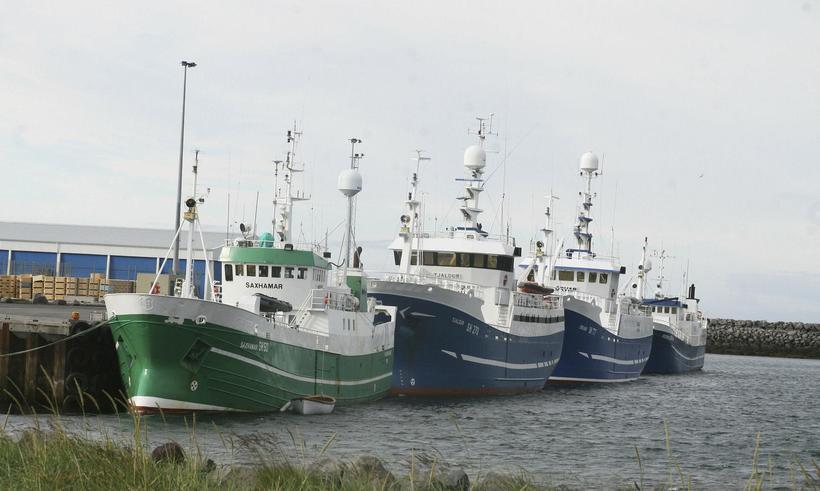 Skip við höfn í Ólafsvík.