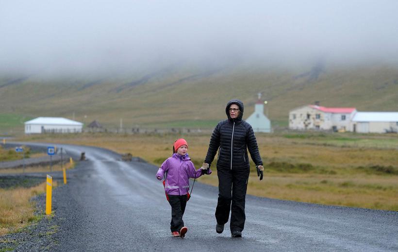 Um næstu áramót verður eina grunnskóla Árneshrepps, Finnbogastaðaskóla, lokað.