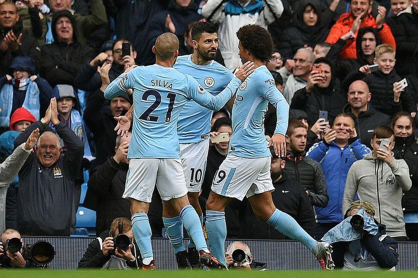 Sergio Agüero fagnar marki sínu fyrir Manchester City gegn Burnley ...