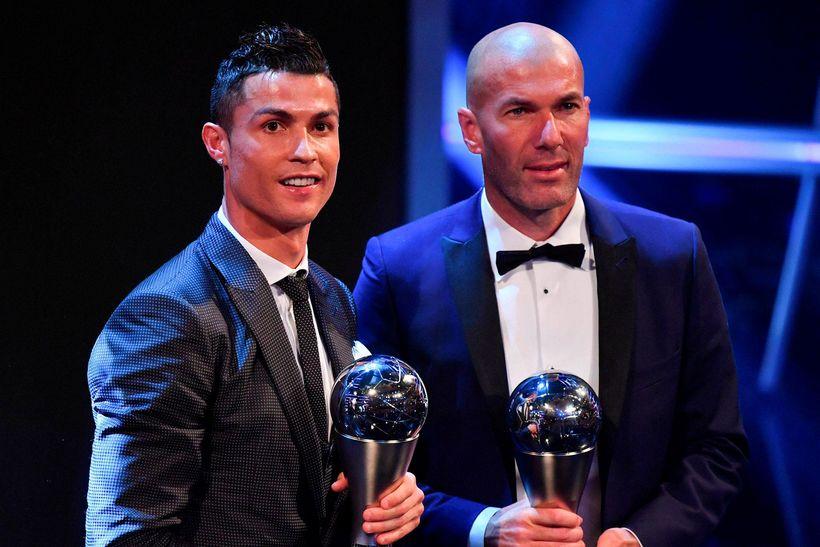 Zinedine Zidane og Cristiano Ronaldo, á verðlaunahátíð FIFA í Lundúnum ...