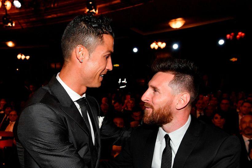 Ronaldo og Messi ræða saman á verðlaunahátíðinni í Lundúnum í ...
