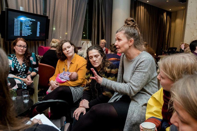Tómasdóttir speaks to a group of women at the meeting.