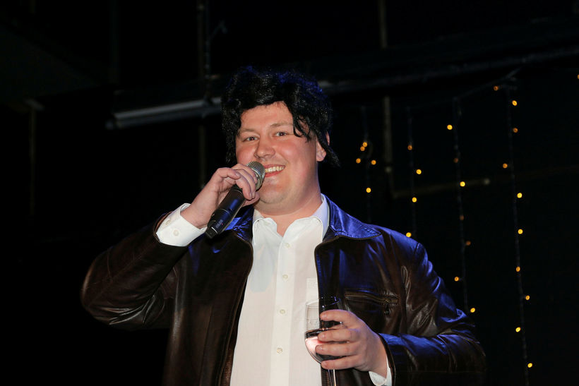 Björn veislustjóri keypti Presley hárkollu á Ali Express til að ...