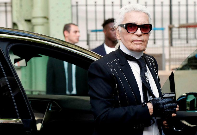 Karl Lagerfeld tískuhönnuður hjá Chanel.