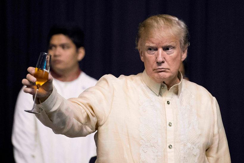 Donald Trump í kremaðri skyrtu.