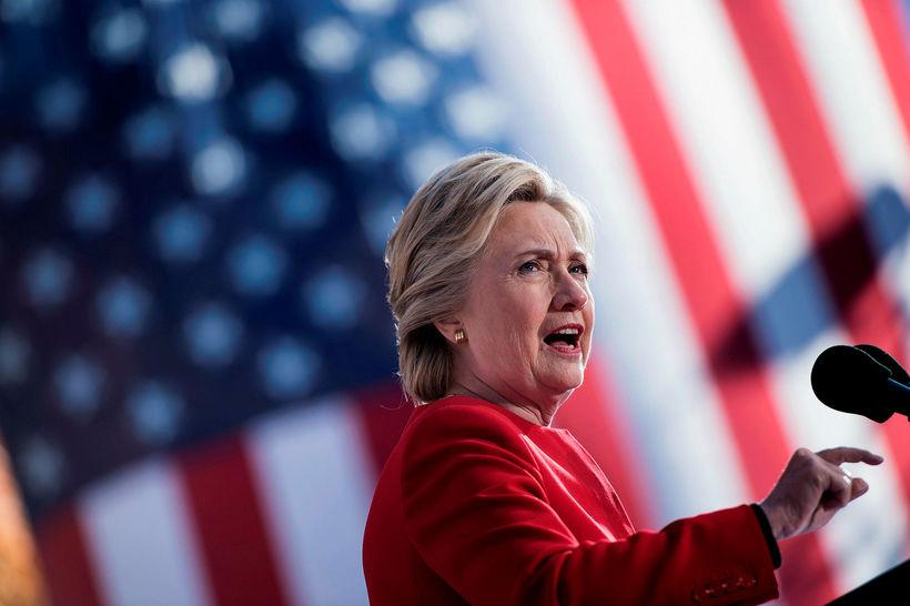 Hillary Clinton á kosningafundi í fyrra.