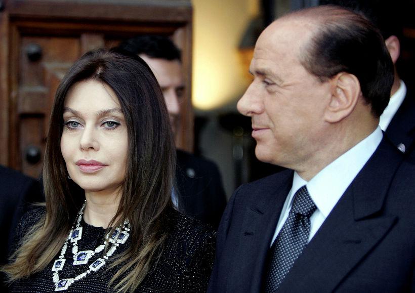 Silvio Berlusconi og Veronica Lario á meðan allt lék í ...