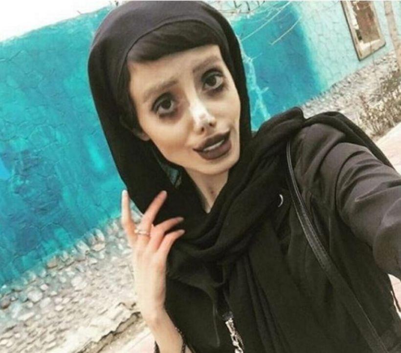 Sahar Tabar minnir á Angelinu Jolie.