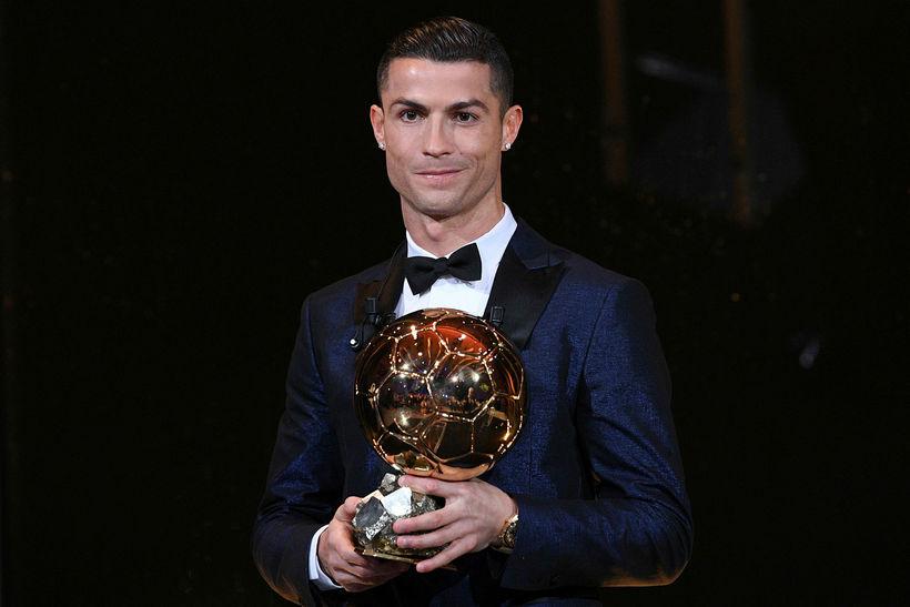 Cristiano Ronaldo með Gullbolann.