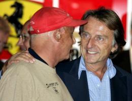 Eflaust er Luca di Montezemolo, yfirmaður Ferrari, ekki eins brosmildur ...