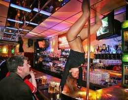 Súludans á bar í Amsterdam.