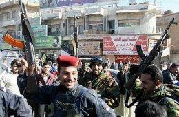 Lögreglumenn fagna aftöku Saddams í Basra, næststærstu borg Íraks.