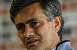 José Mourinho hefur ekki verið ánægður með spurningar breskra fréttamanna ...