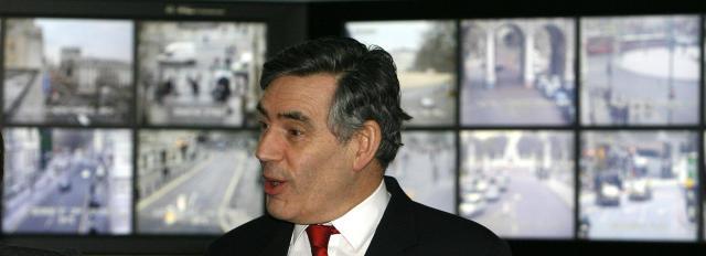 Gordon Brown hyggst ráða þúsund nýja njósnara til þjónustu hennar ...