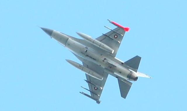 F-16 orrustuflugvél.