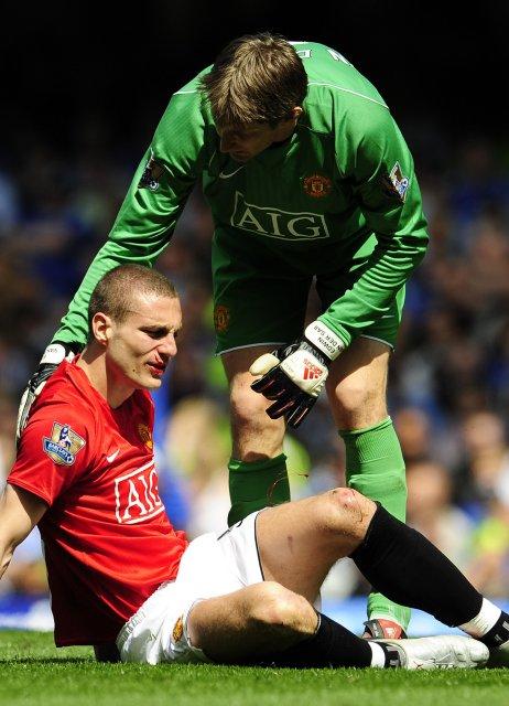 Ewdin van der Sar stumrar yfir Nemanja Vidic á Stamford ...