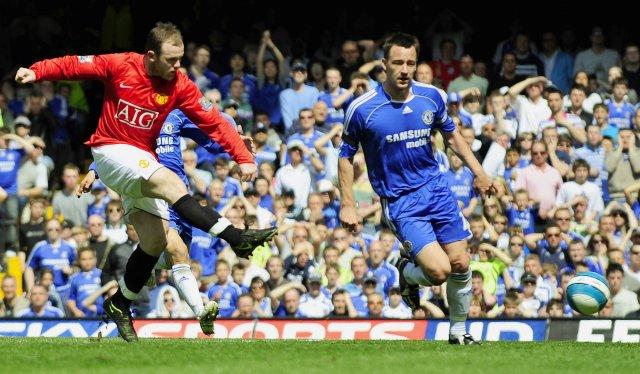 Wayne Rooney er hér að jafna metin fyrir Manchester United ...