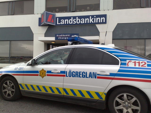Frá Landsbankanum í Bæjarhrauni í gærmorgun.
