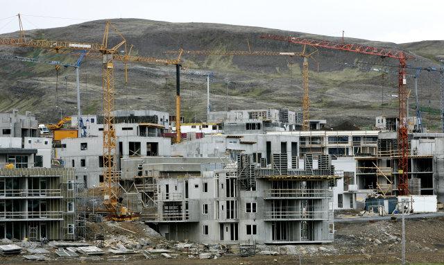 Eftirlit verður hert með réttindum iðnaðarmanna og launagreiðslum.