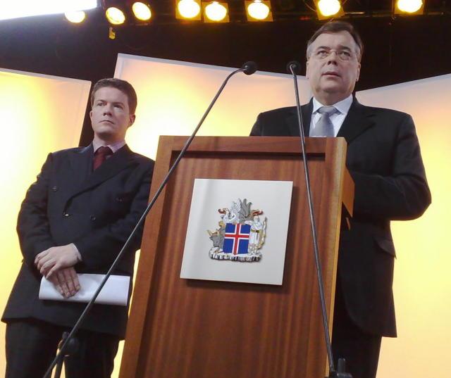 Björgvin G. Sigurðsson og Geir H. Haarde á blaðamannafundi í ...