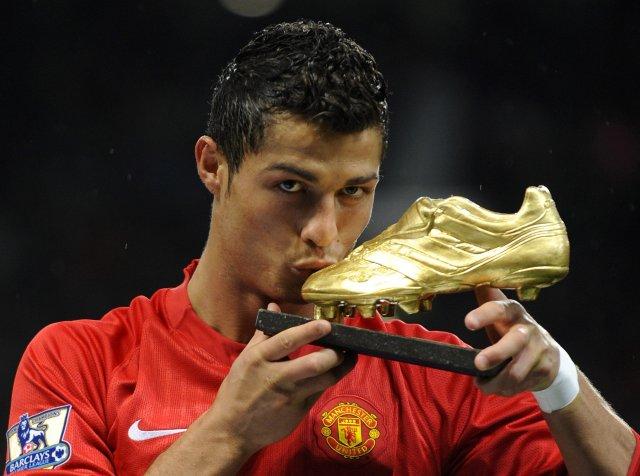 Cristiano Ronaldo er kominn með 101 mark fyrir Manchester United.