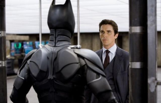 Christian Bale sem Bruce Wayne í The Dark Knight. Bale ...