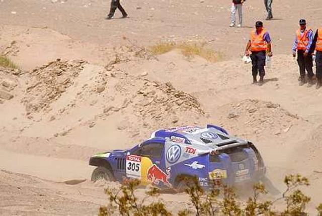 Giniel De Villiers á VW bíl sínum.