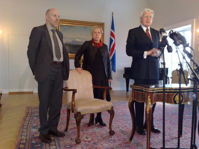 Steingrímur J. Sigfússon og Ingibjörg Sólrún Gísladóttir ásamt forseta Íslands, ...