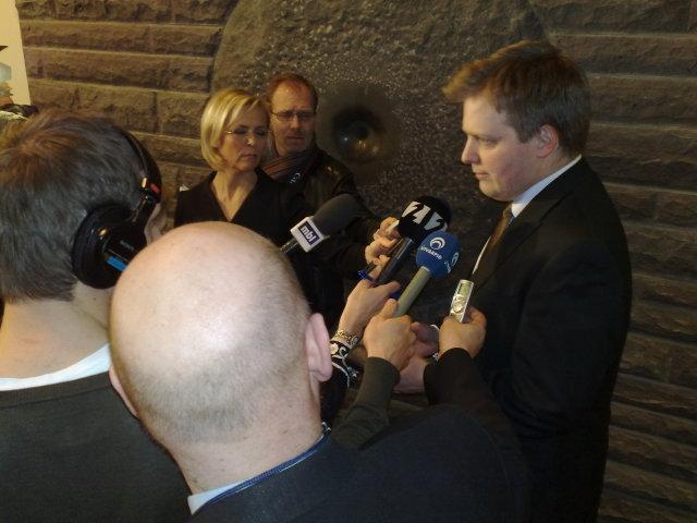 Sigmundur Davíð Gunnlaugsson ræðir við fréttamenn