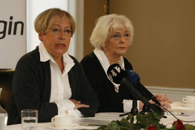 Ingibjörg Sólrún og Jóhanna á blaðamannafundi í morgun.
