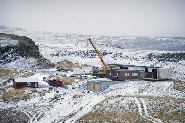 Sumarhús Sigurðar Einarssonar að Veiðilæk er enn í byggingu.