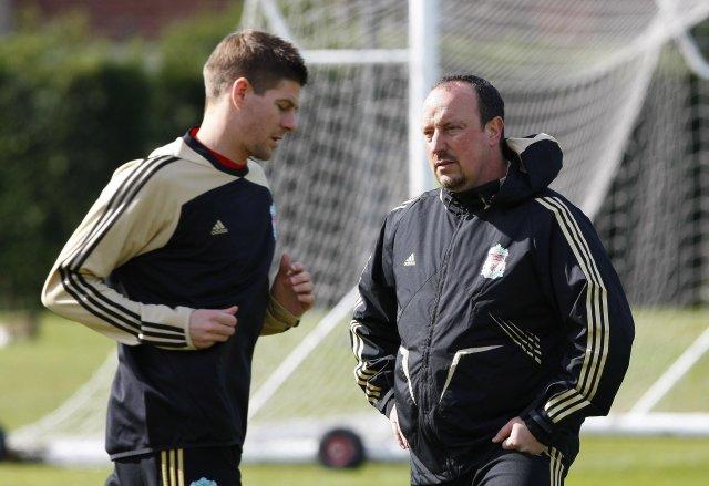 Benítez ásamt fyrirliðanum Steven Gerrard.