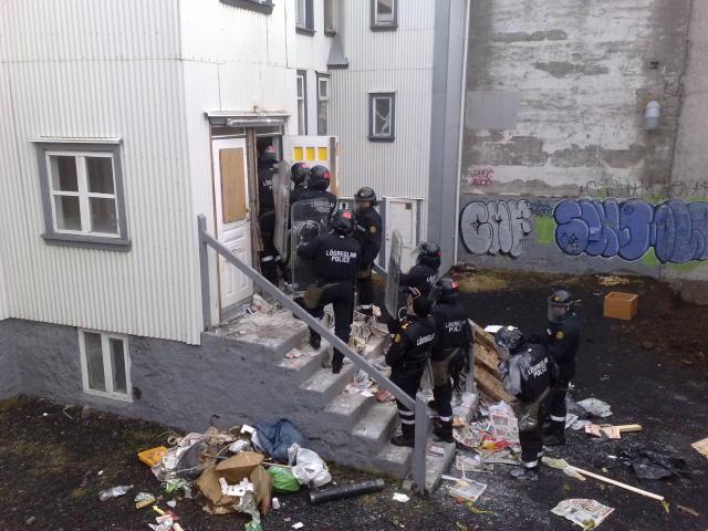 Frá aðgerðum lögreglu við Vatnsstíg í gærmorgun.