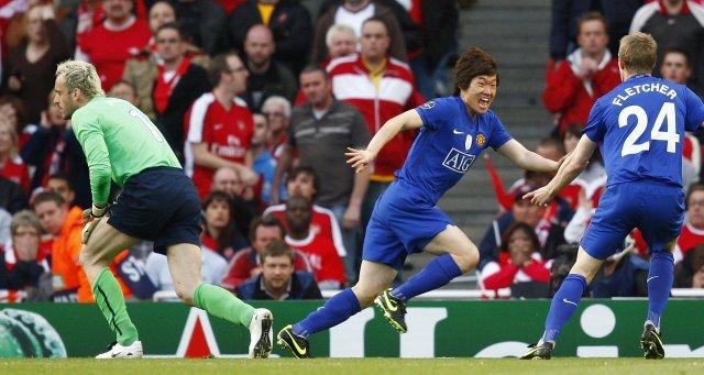 Ji-Sung Park fagnar marki sínu á Emirates í kvöld.