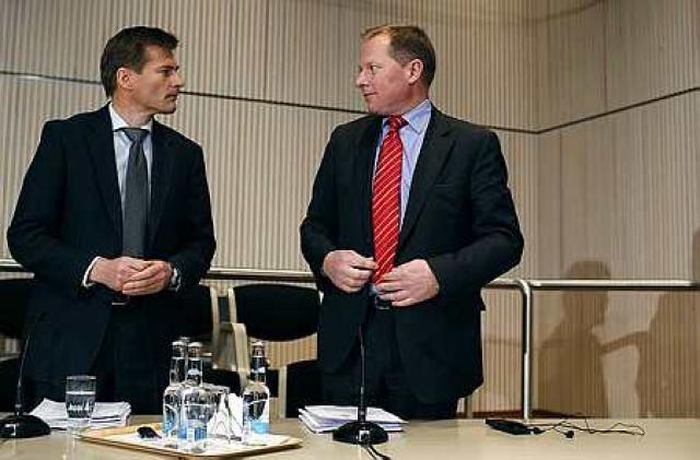 Arnór Sighvatsson, aðstoðarbankastjóri Seðlabankans, og Svein Harald Øygard, seðlabankastjóri, sitja ...