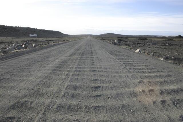 Hólsfjallavegur hefur verið ónýtur í allt sumar, að sögn lögreglu.