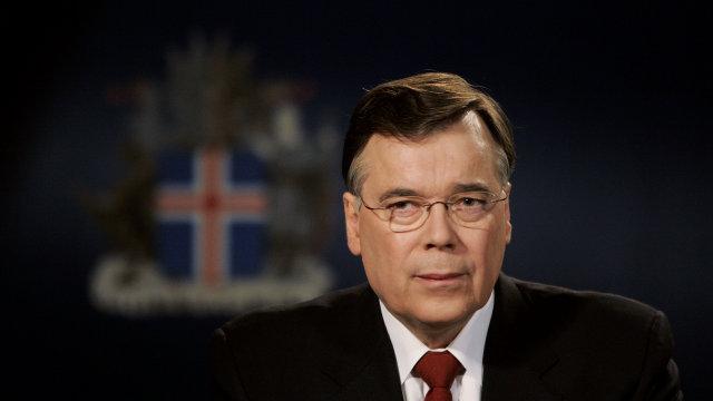 Ár er liðið frá dramatísku ávarpi Geirs H. Haarde til ...