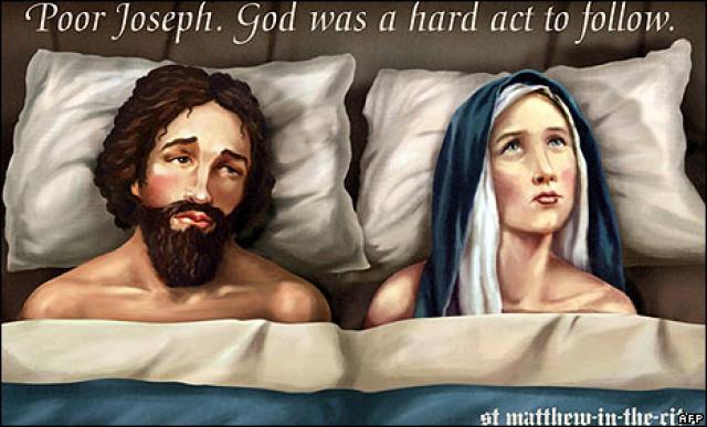 Myndin á skiltinu umdeilda sýnir Jósef og Maríu í rúminu.