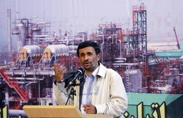 Mahmoud Ahmadinejad opnaði nýja verksmiðju í Íran í morgun.