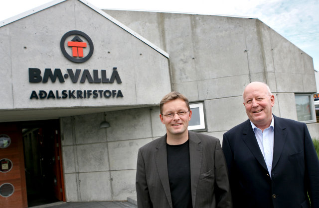 Feðgarnir Þorsteinn og Víglundur Þorsteinsson. Þorsteinn er forstjóri félagsins en ...