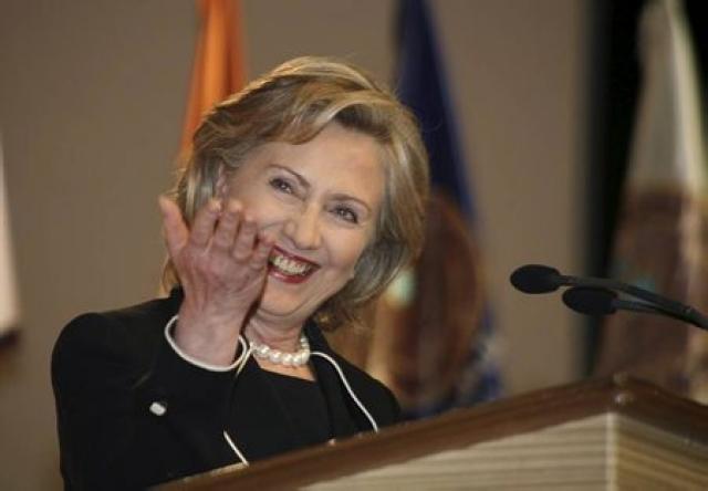 Össur vill ræða við Hillary Clinton um AGS.