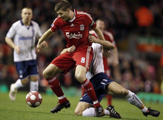 Steven Gerrard og Michael Brown eigast við á Anfield í ...