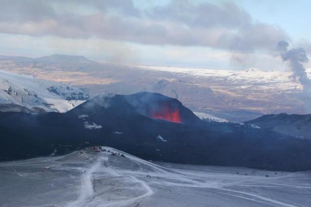 Talsverð umferð var við gosstöðvarnar á Fimmvörðuhálsi í dag.