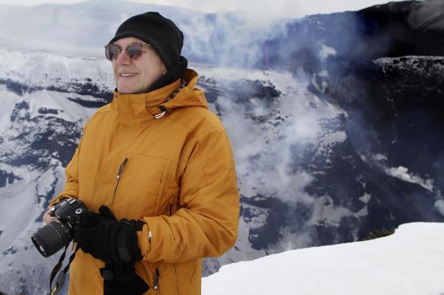 Haraldur Sigurðsson eldfjallafræðingur við gosstöðvarnar á Fimmvörðuhálsi.