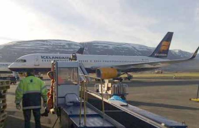 Vélar Icelandair þurftu að lenda á Akureyri í morgun.