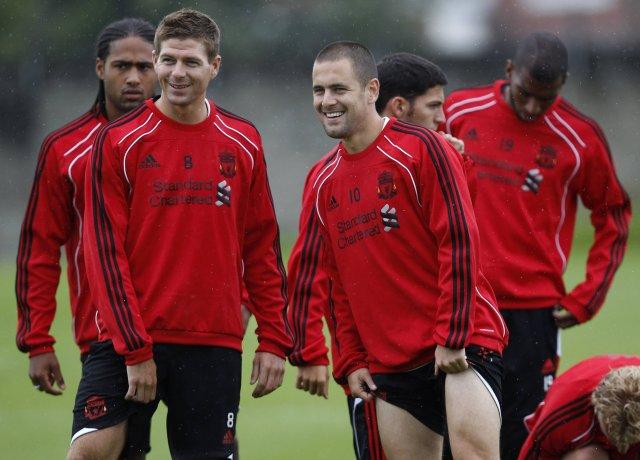 Gerrard og Cole hressir í bragði á æfingu Liverpool.