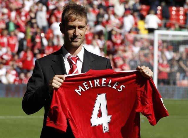 Raúl Meireles var boðinn velkominn á Anfield fyrir leik Liverpool ...