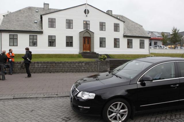 Fundir um aðgerðir vegna skuldavanda heimilanna standa fram eftir degi ...