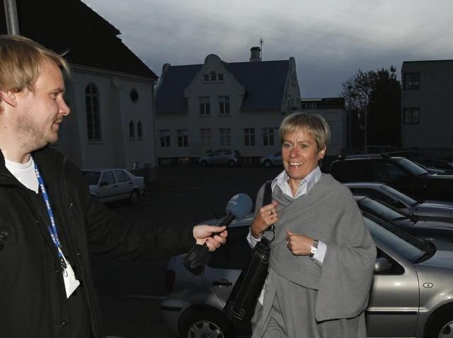 Ingibjörg Sólrún Gísladóttir kemur til fundar við þingmenn Samfylkingarinnar.