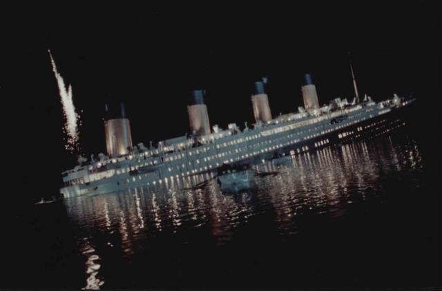 Sýn listamanns á harmleikinn þegar Titanic fékk vota gröf. Farþegar ...